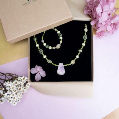 biżuteria z kamieniami naturalnymi kunzytem i cytrynem, komplet naszyjnik i bransoletka w pudełku