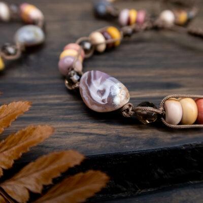 biżuteria odcienie jeseini kamienie naturalne