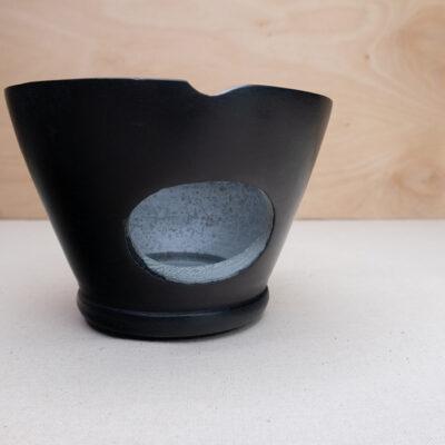 kamienna kadzielnica z rusztem na węgielki trybularzowe kadzidła żywiczne czarna