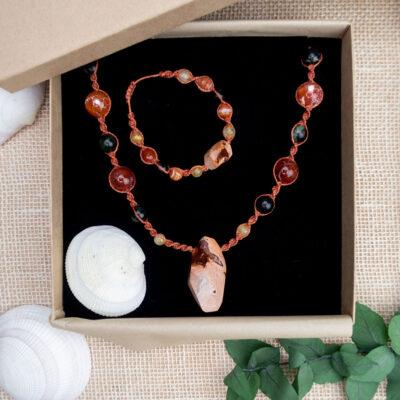 komplet biżuterii kamienie naturalne ozdobne opakowanie prezentowe