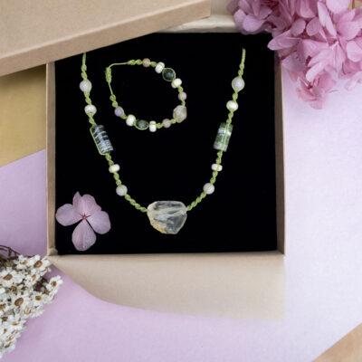 biżuteria z kamieniami naturalnymi zielonym jaspisem i cytrynem, komplet naszyjnik i bransoletka w pudełku