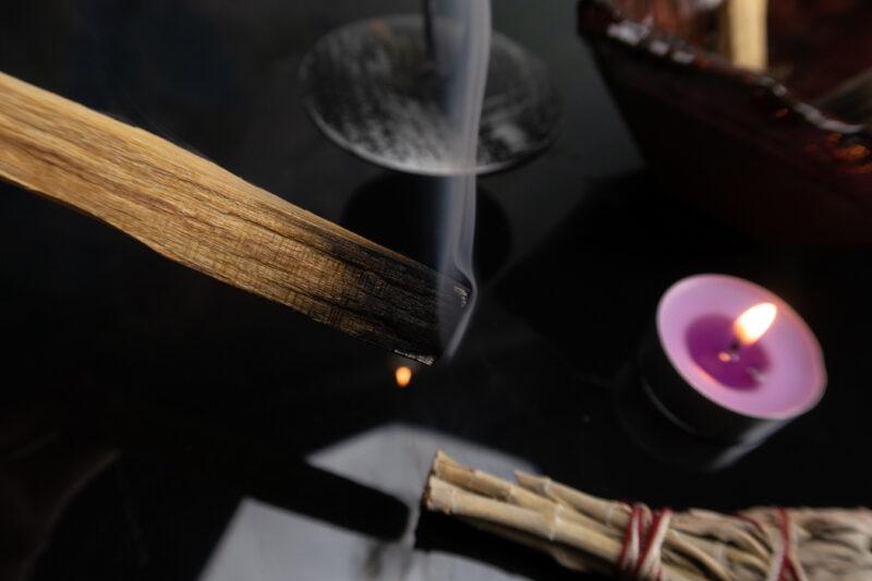 oczyszczające kadzidło naturalne patyczki palo santo joga