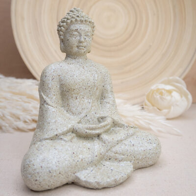 Medytujący Buddha figurka z jasnego kamienia