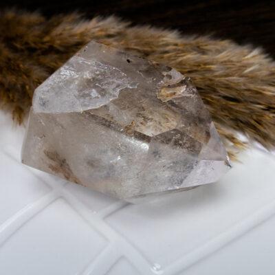 Kryształ-górski-szlifowany-duży-z-fantomami-i-inkluzjami