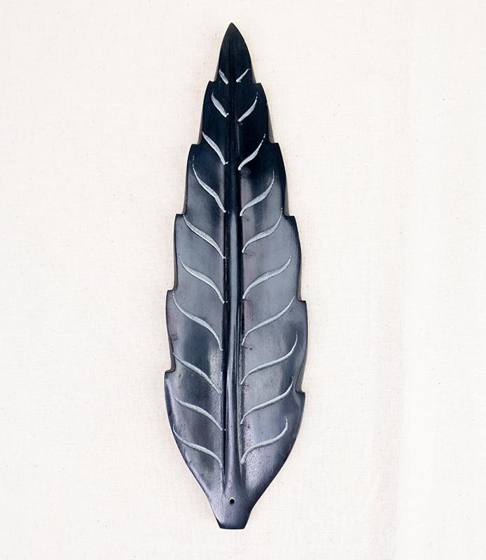 Kamienna podstawka pod kadzidła czarny liść