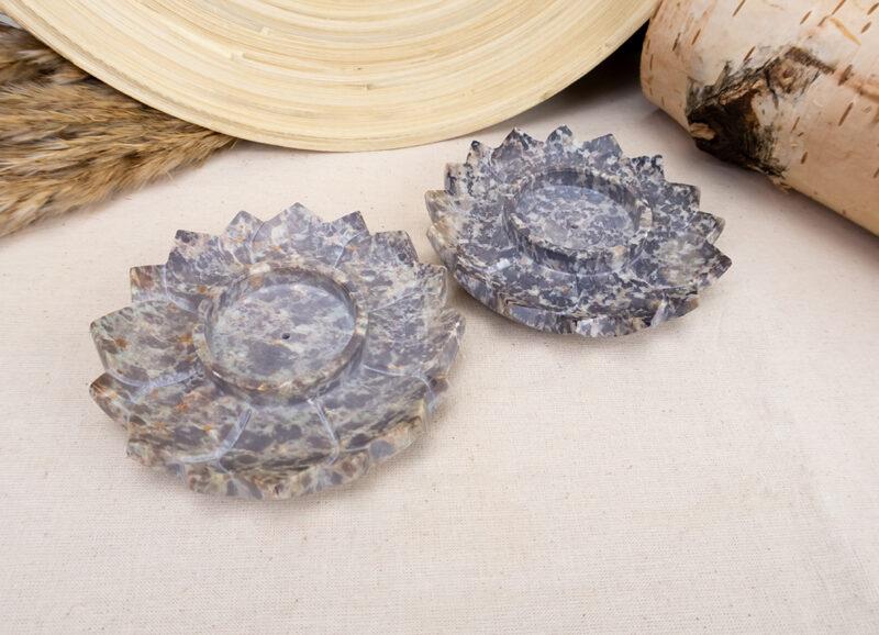rzeźbione-kamienne-podstawki-pod-kadzidło