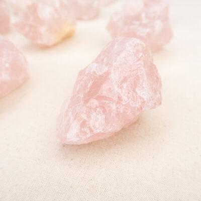 Kwarc różowy średnia surowa bryłka