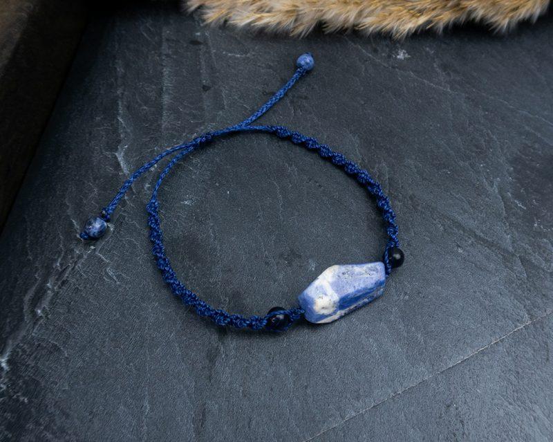 bransoletka-z-niebieskim-kamieniem