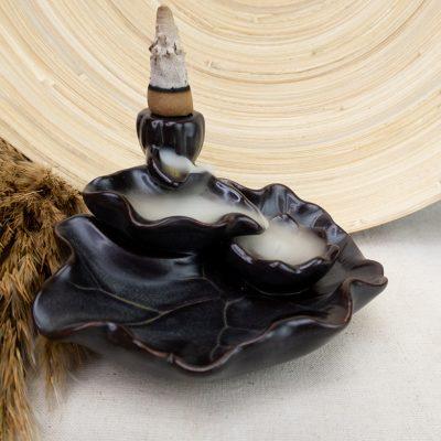 Kominek zapachowy wodospad dymu sadzawka z kwiatem lotosu
