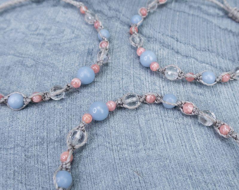 amulety-uspokajające-delikatne-bransoletki